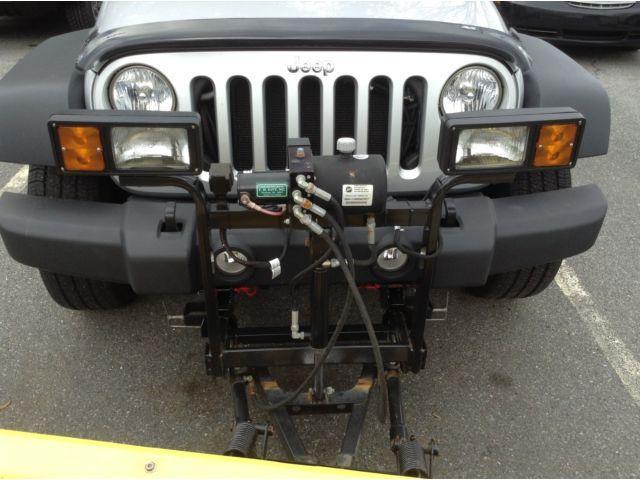 2010 Jeep Wrangler 4WD snow plow:
