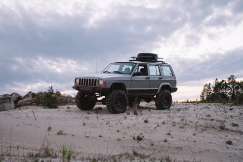 2000 Jeep Cherokee Classic Sport Utility 4.0L na prodej