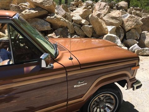 1985 Jeep Wagoneer Woody 4×4 V8 na prodej