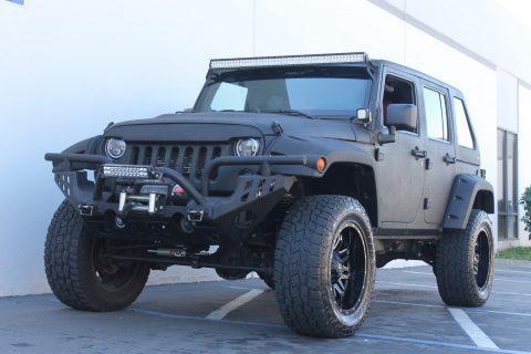 2012 Jeep Wrangler Unlimited Custom SHOW JEEP! na prodej