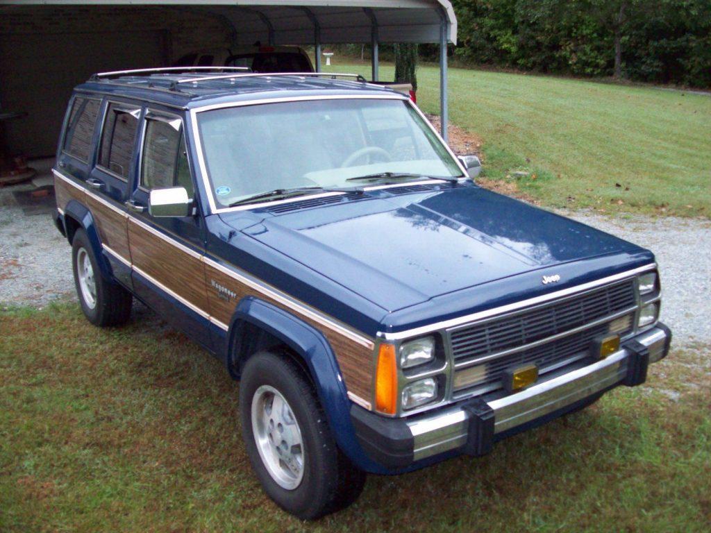 1989 Jeep Wagoneer Limited w/ Wood Grain Trim
