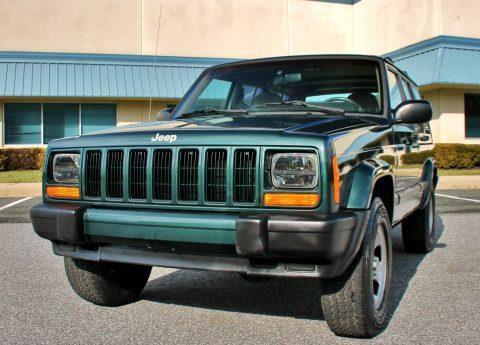 2000 Jeep Cherokee Sport 66k Cleancarfax 4.0L 4X4 na prodej