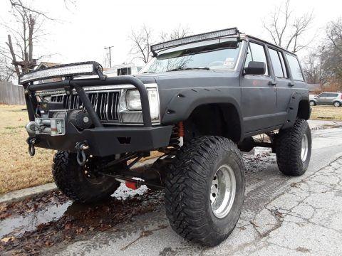 1990 Jeep Cherokee Laredo na prodej