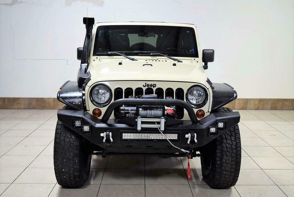 2011 Jeep Wrangler Sahara Lifted 4X4 OFFROADING