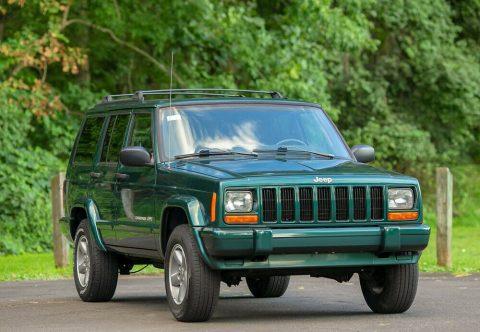 1999 Jeep Cherokee Classic Sport 4 Door 4.0L L6 Rare na prodej